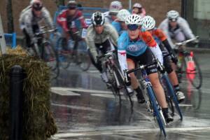 Dr-Vie-Local-Ride-Womens-Cycling-Race-the-ridge-2011-steph-leads-men