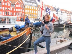 Dr Vie Heidi Hollinger TV5 Host Copenhagen Danmark 2011