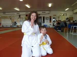 Dr Vie Superfoods Karate dojo mother child eat natural foods